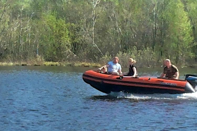 джип и лодка в одном
