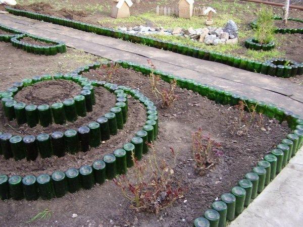 Поделки из стеклянных бутылок своими руками для сада и огорода