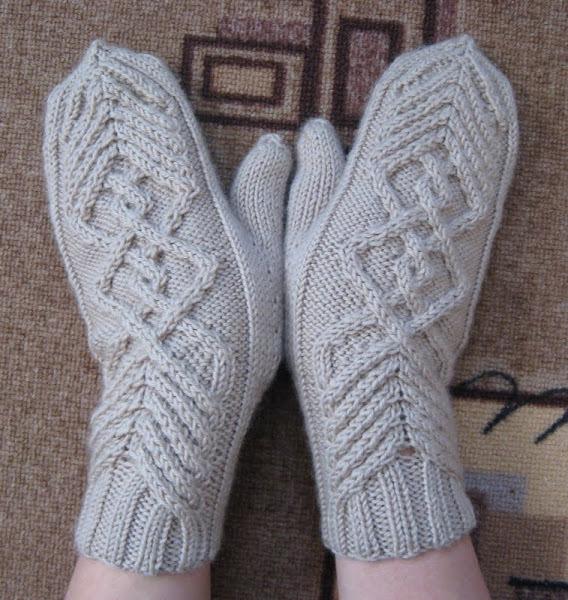 Вязание спицами рукавиц женские